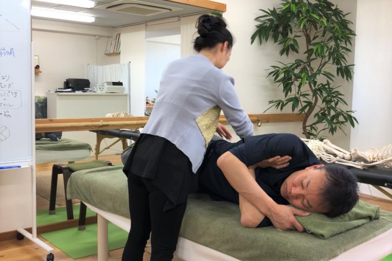 AKS治療セミナー:AKA仙腸関節テクニックの練習風景