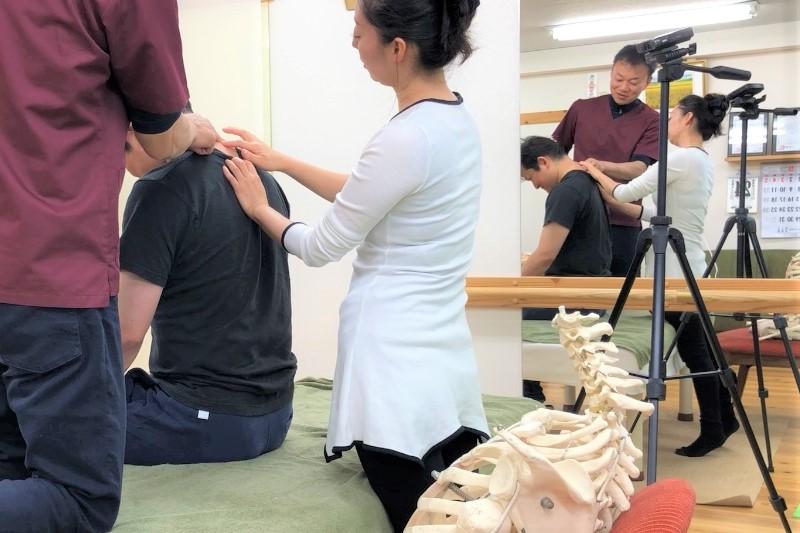 動作時の痛みを改善するAKA治療(進化系)肋椎テクニック